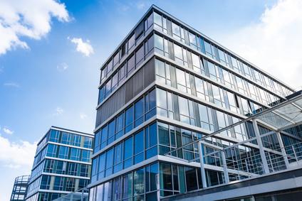 Foto eines Bürogebäudes in Zusammenhang mit dem Thema Gewerberaummietrecht in Kiel