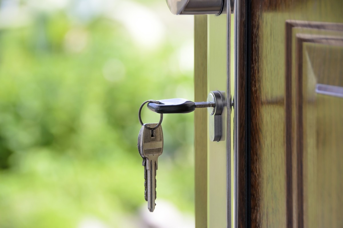 Foto einer offenen Tür